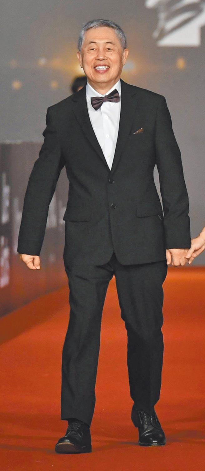 音效大師杜篤之出席金馬獎頒獎典禮身穿嘉裕西服「混紡西服系列」,展現大師風範。(金馬執委會提供)