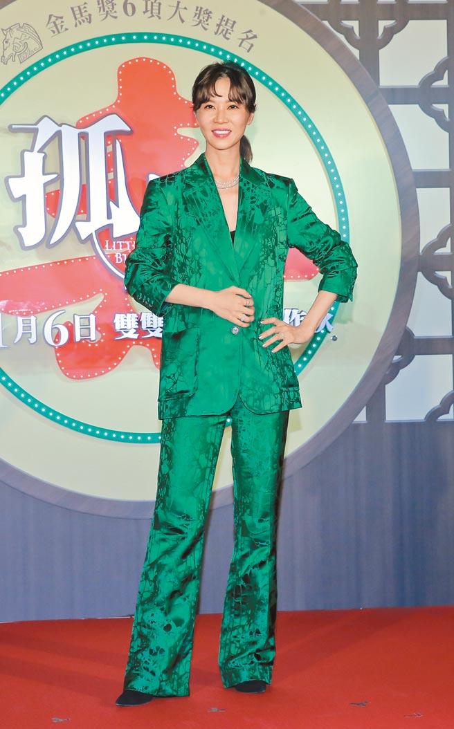 《孤味》大姐謝盈萱首映會時穿H&M Studio祖母綠套裝,搭配De Beers珠寶。(本報資料照片)