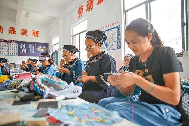 11月23日,貴州省66個貧困縣已全部清零。圖為貴州省紫雲自治縣扶貧搬遷安置點。(中新社資料照片)