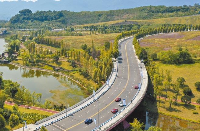 自動駕駛挑戰賽在重慶山城開賽。(新華社資料照片)