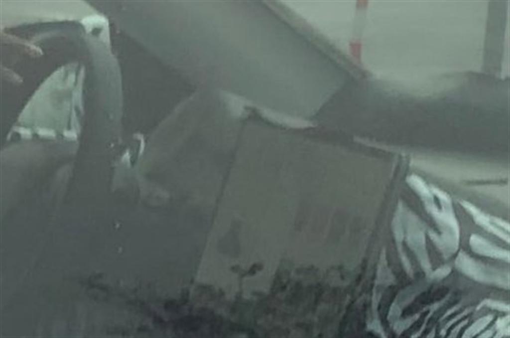 Model Y 偽裝車被目擊內裝竟有「神秘突起物」!莫非是裝上儀錶板了?