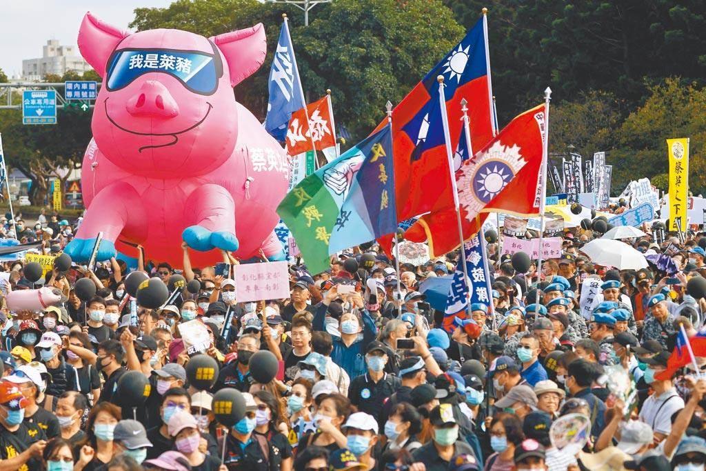 秋鬥遊行聚集大量反對萊豬進口的民意。(路透資料照)