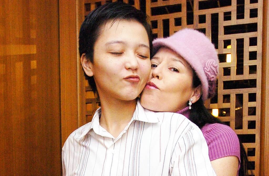 田露露與女兒事隔20多年才再度重逢。(圖/中時資料照)