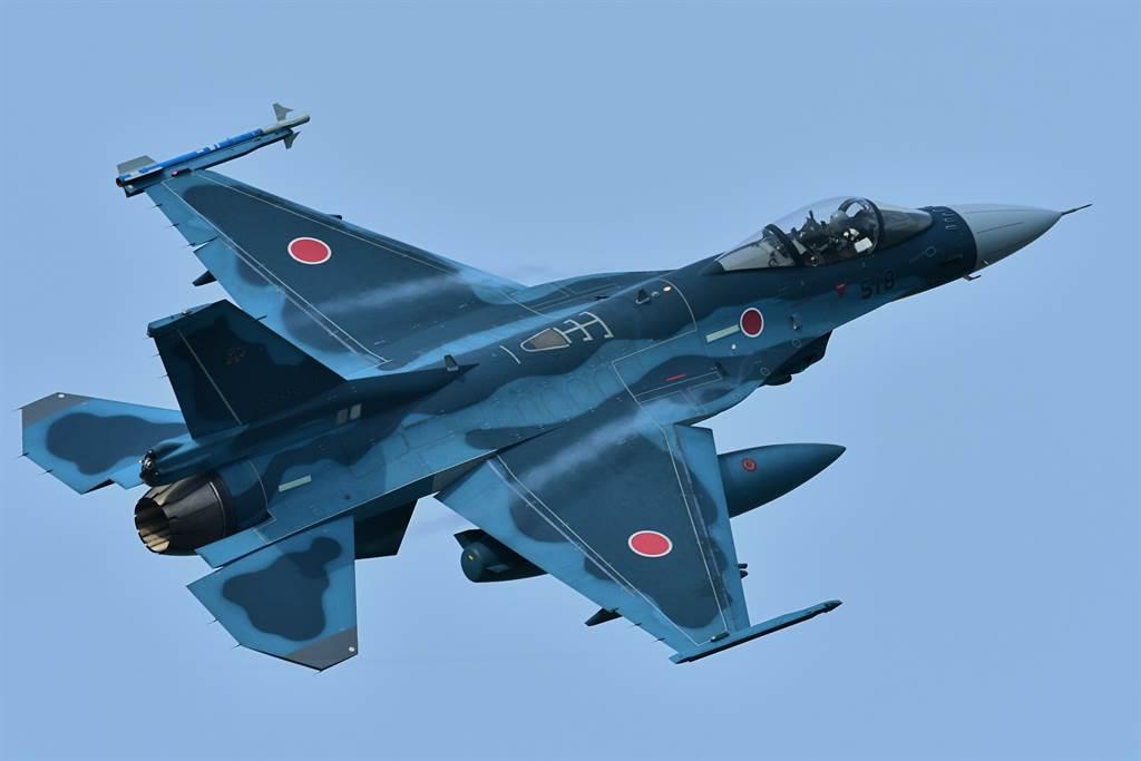 F-2將於2035年退役,防衛省希望下一代戰機能「無縫接軌」;但生產成本過高成為一大挑戰。圖為F-2戰機。(圖/Shutterstock)