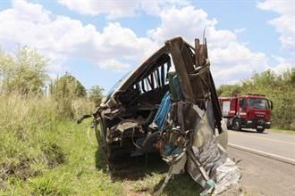 巴西聖保羅州重大車禍 巴士卡車相撞至少40死