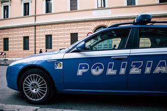 警車當摩鐵 男女警值勤玩車震 6000同袍聽「性愛直播」