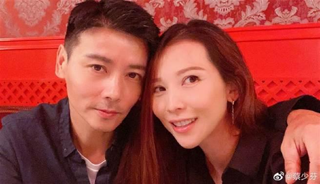 武打明星張晉與港姐出身的蔡少芬結婚12年,夫妻幸福甜蜜。(圖/取材自蔡少芬微博)