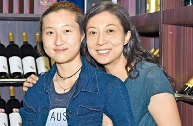 吳綺莉與女兒吳卓林關係仍相當緊繃。(圖/微博)