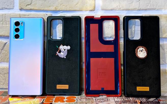 LG WING旋轉雙螢幕手機官方贈送的三款獨家背蓋,建議安裝時要撕下殼內的黏膠,才不會太容易掉落,共三色,出貨不挑色。(黃慧雯攝)