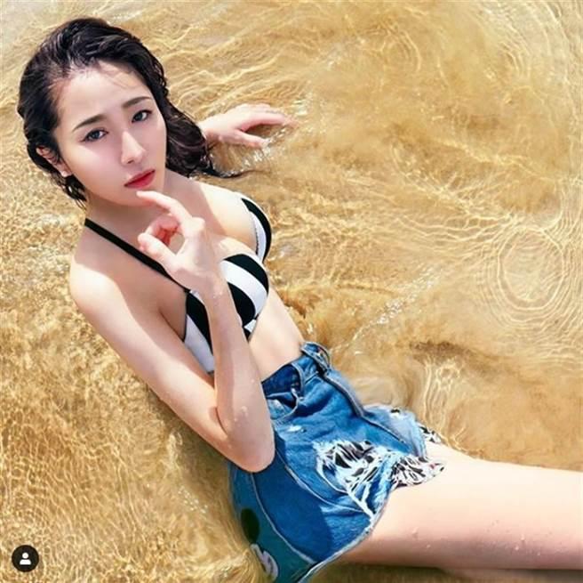 「牙醫界林志玲」劉芷伊遭女網友提告妨害自由,獲不起訴處分。(圖/IG@chavelle_liu)