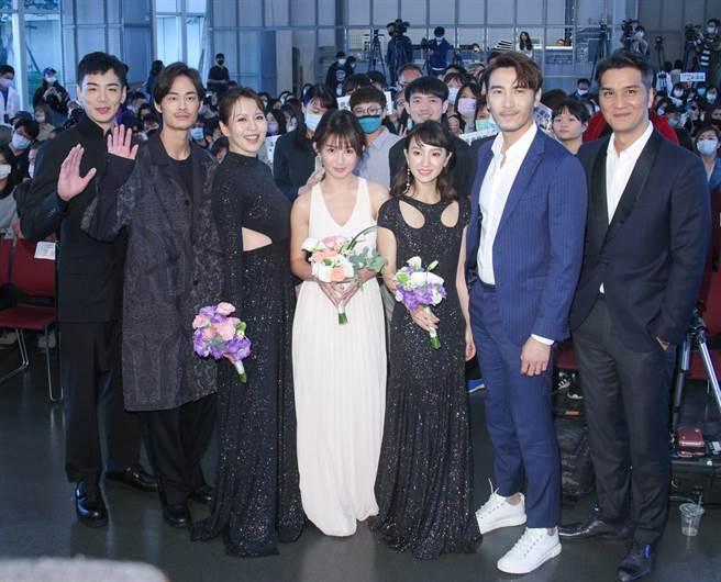 郭书瑶(瑶瑶)、禾浩辰、刘品言、马志翔、夏腾宏、张寗、李至正出席《未来妈妈》新戏首映。(吴松翰摄)