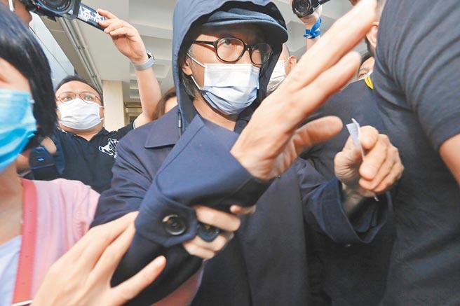 周星馳昨就于文鳳向他追款一案出庭。(東網提供)