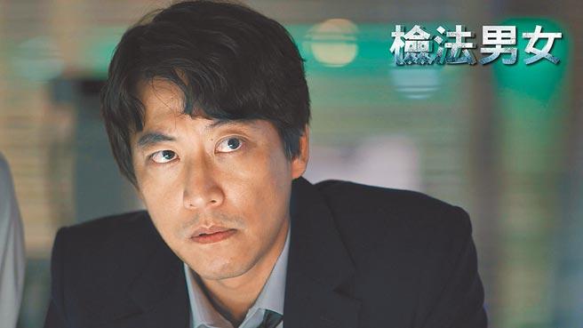 吳萬石在《檢法男女》中飾演檢察官都志翰。(中天娛樂台提供)