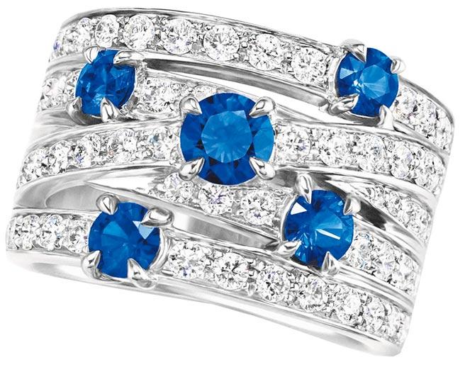 海瑞溫斯頓Crossover藍寶石鑽石戒指,約64萬元。(海瑞溫斯頓提供)