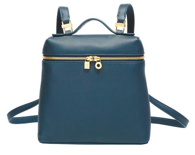 Loro Piana本季新款Extra Pocket Bag深藍色後背包,6萬2500元。(Loro Piana提供)