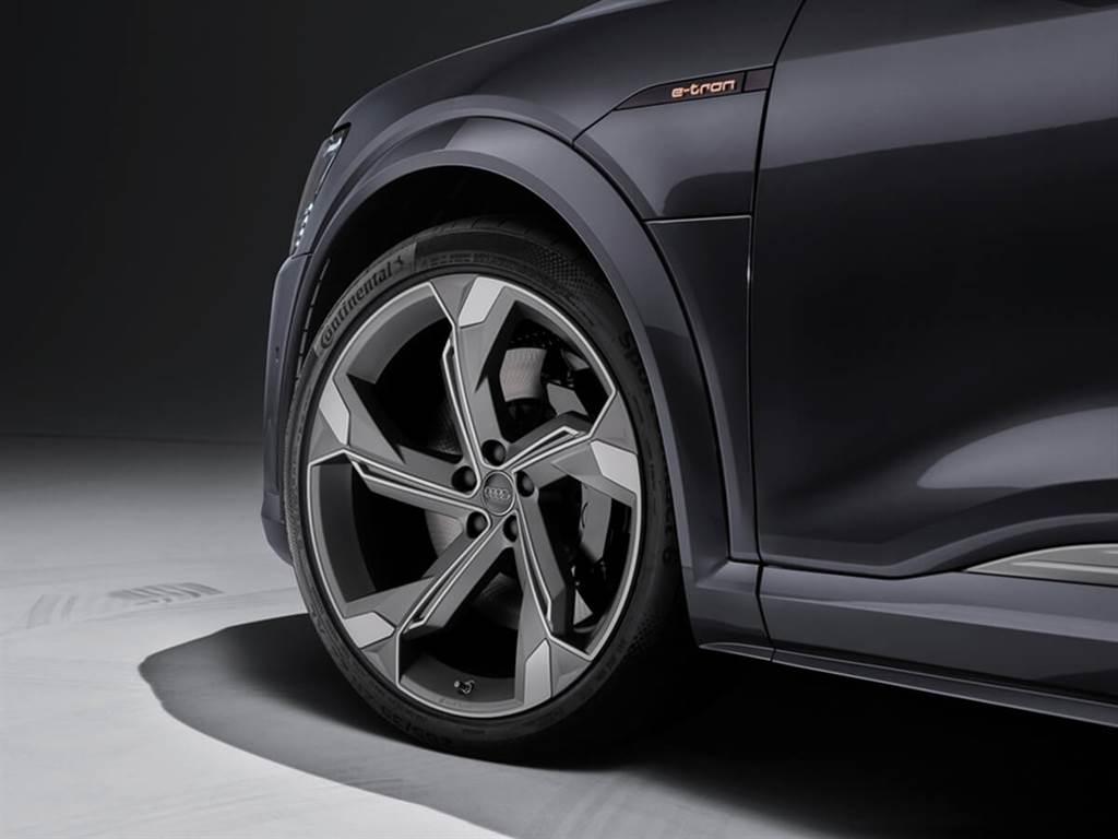 Audi新年式e-tron提供更高功率AC充電器選購 & 方向盤增加新功能