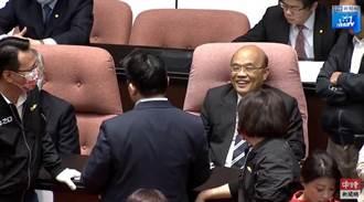 蘇貞昌完成「5分鐘」施政報告後 臉上這表情讓網友拳頭硬了