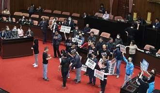 無視程序疑慮 民進黨強渡關山 讓立院院會睽違兩個月後在哨聲中完成質詢