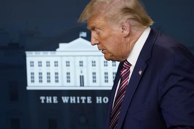 美國總統川普首次表示,若下個月的選舉人團投票仍由拜登勝出,他就會離開白宮。(美聯社)