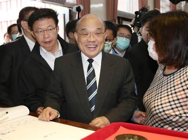行政院長蘇貞昌27日赴立法院備詢,並赴簽到處簽到。(姚志平攝)