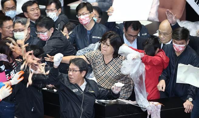 民進黨保護蘇貞昌。(圖杜宜諳攝)