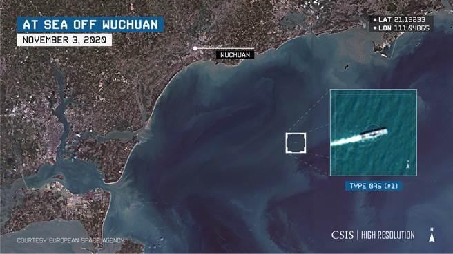 美國戰略與國際研究中心(CSIS)表示,075兩棲登陸艦在南海進行較大型的海上測試,其中還有其他艦艇加入。(圖/CSIS)