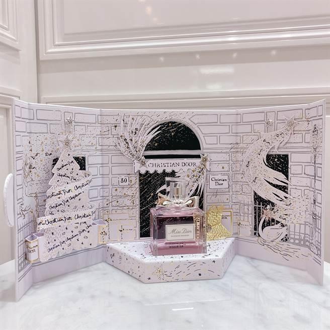 DIOR迪奧迷你劇場花漾迪奧香氛組,含100ML香氛和金色幸運星吊飾。(邱映慈攝)