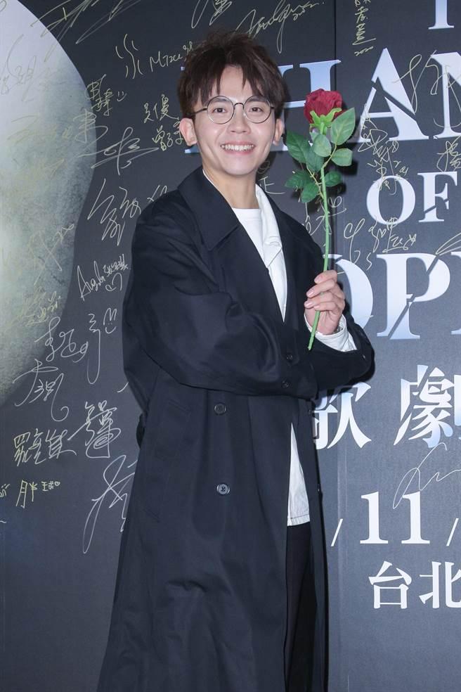 黃豪平27日前往觀賞經典音樂劇《歌劇魅影》。(吳松翰攝)