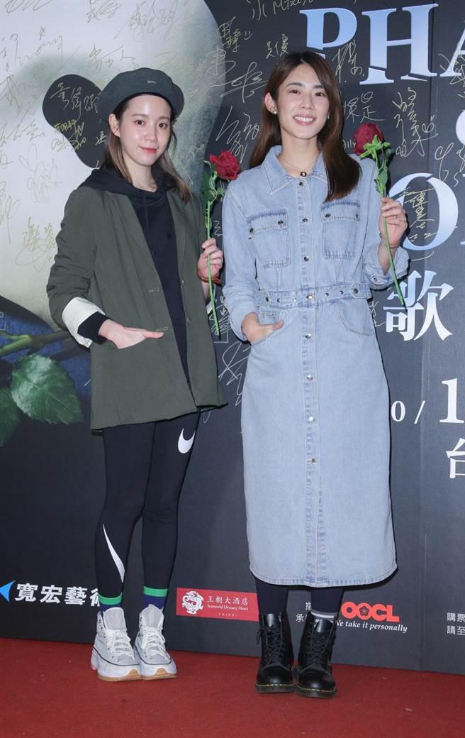 程予希(左)、林思宇27日觀賞經典音樂劇《歌劇魅影》。(吳松翰攝)