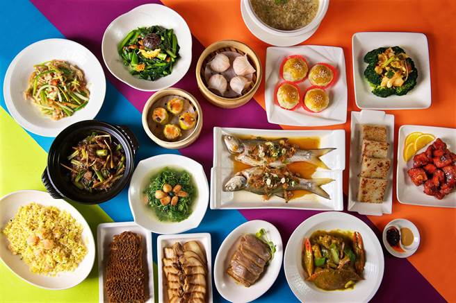 「潮品集」推出2、4、6及8人的經典合菜自由選菜單,並贈送鮮蟹料理。(台北神旺大飯店提供)