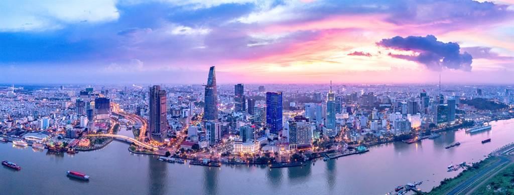 新冠疫情蔓延,導致東南亞國家紛紛陷入負增長,而越南成功控制住疫情並保持經濟增長。(圖/達志影像/shutterstock)