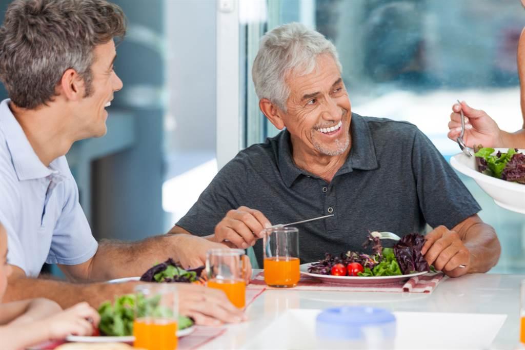 有網友好奇發問,開始吃什麼菜代表自己老了?答案一出,讓許多人表示超有感。(示意圖/達志影像)