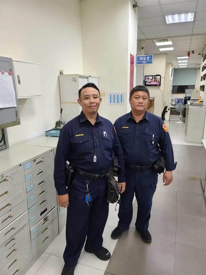 南市警一分局員警劉佳原(右)、吳勇進(左)積極協助老婦,守住財產。(警一分局提供/李宜杰台南傳真)
