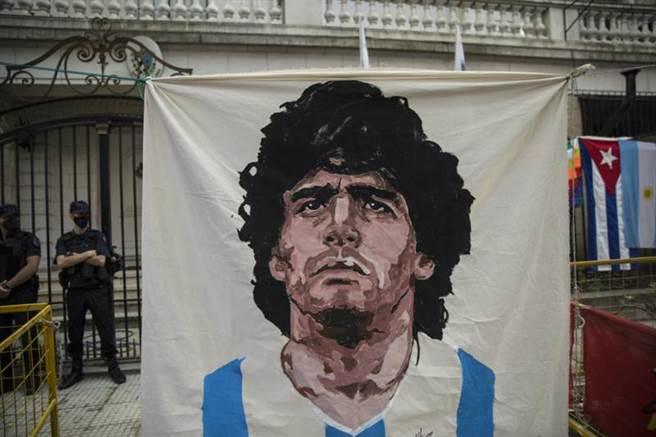 阿根廷足球傳奇球星馬拉度納逝世。(美聯社)