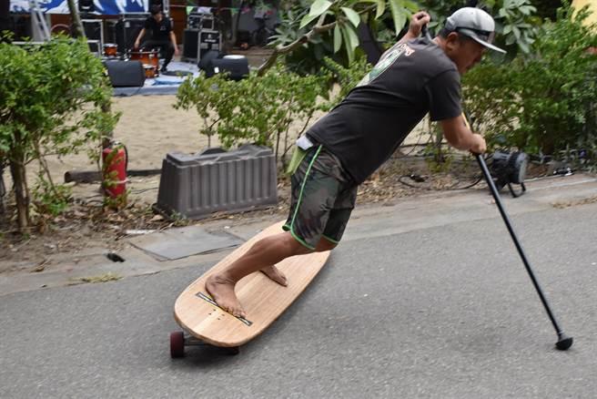 源自美國加州的衝浪滑板,是由衝浪教練蔡岳達引進國內。(謝明俊攝)