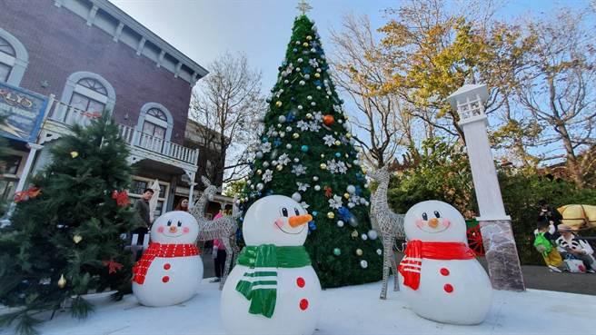 即日起至2021年1月3日來到六福村,都能體驗飄雪「童話耶誕」的溫馨浪漫。(六福村提供/莊旻靜新竹傳真)