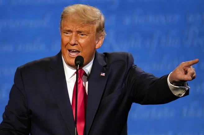 在表态「选举人投票若输就离开白宫」后,川普又改口称要拜登证明投给他的8千万选票并非靠作票而来,他才能以总统身分进入白宫。(美联社)