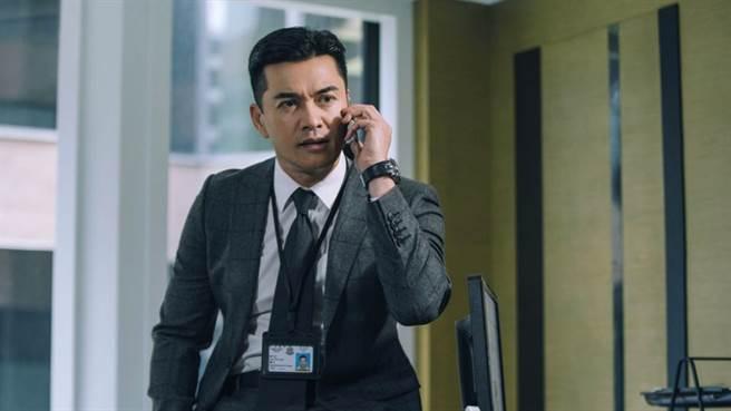 在新電影作品中,呂良偉飾演的是一名情報局局長 (圖/ 華映娛樂)
