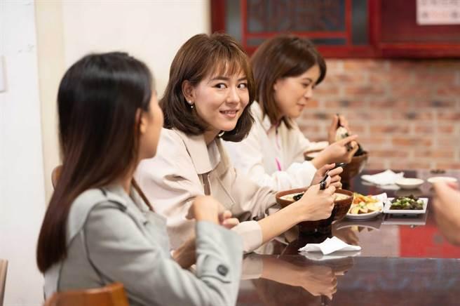 林柏妤(右)被粉絲誤認成王沛語(左)。(TVBS提供)