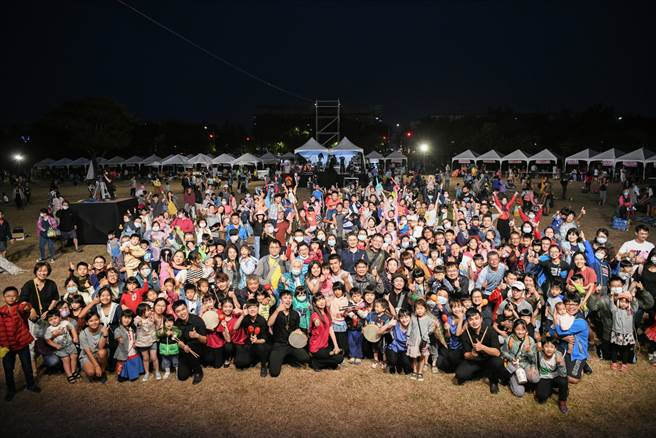 2020藝術進區活動進入最終回吸引超過4000位大小朋友到場同樂,為2020藝術進區系列活動畫下完美句點。  (台南市文化局提供/曹婷婷台南傳真)