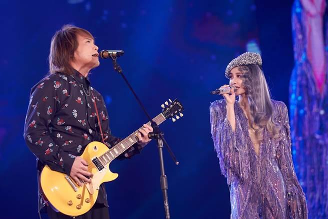 伍佰(左)今擔任蔡依林演唱會嘉賓。(凌時差提供)