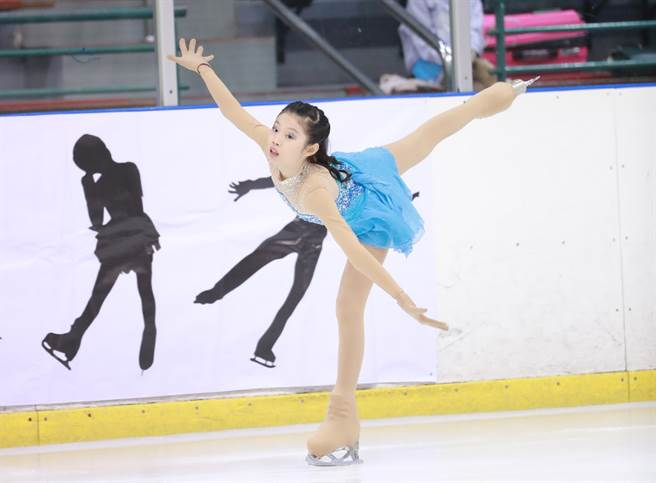 10歲女將鄭庭芸在藝術滑冰八級-01場次拿下第1名。(艾格斯運動攝影公司提供)
