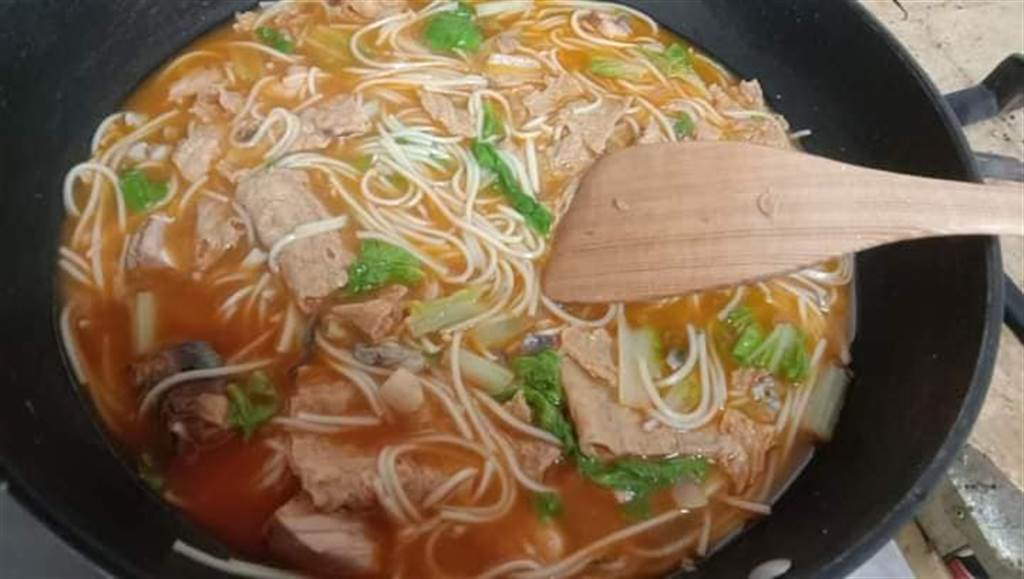 網友表示,這款罐頭用來煮湯麵最適合,更是颱風天必備之物。(圖/全聯消費經驗老實說)