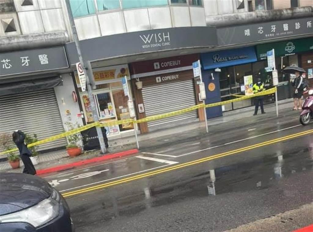 北市木柵路發生女子墜落公車站牌前意外,嚇壞眾多民眾。(臉書社團《木柵社團》/蘇育宣翻攝)
