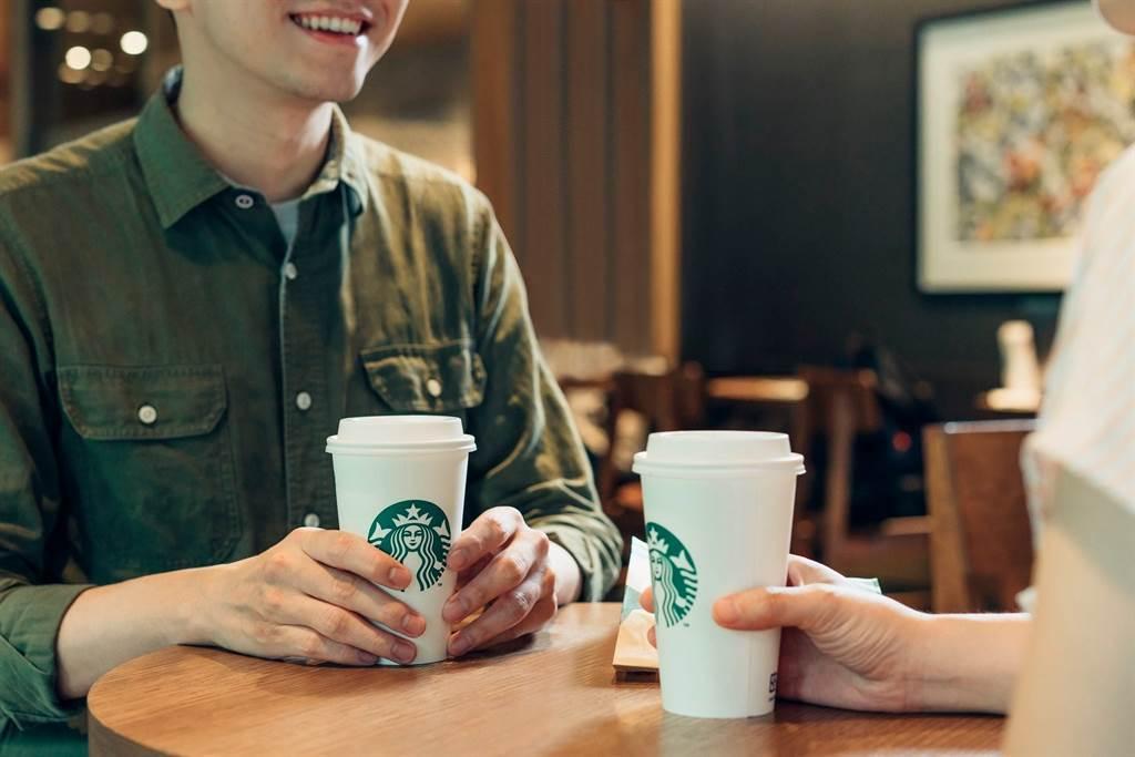 星巴克表示,即日起至12月25日推出數位活動,將近一個月的時間,每天都可以玩遊戲抽飲料優惠,最大獎就是全品項飲料買一送一。(圖/翻攝自星巴克臉書)