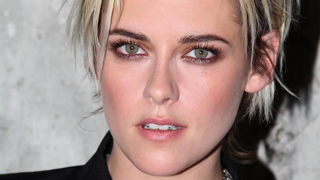 克莉絲汀史都華(Kristen Stewart)近日受邀登上節目,火辣的穿搭吸引眾人目光。(圖/達志影像)