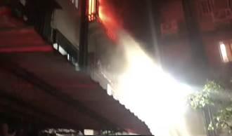 新莊凌晨火警!單親媽攜2子跳樓逃生 母雙腿骨折卡防火巷