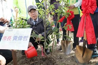 保護台灣原生植物 黃偉哲蘭花園區帶頭植樹