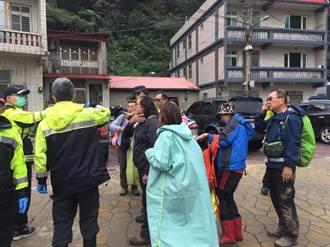 旅行團在鼻頭角步道遭虎頭蜂攻擊 9人輕傷送醫救治