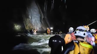 泡野溪溫泉溪水高漲3人受困 警消摸黑救人